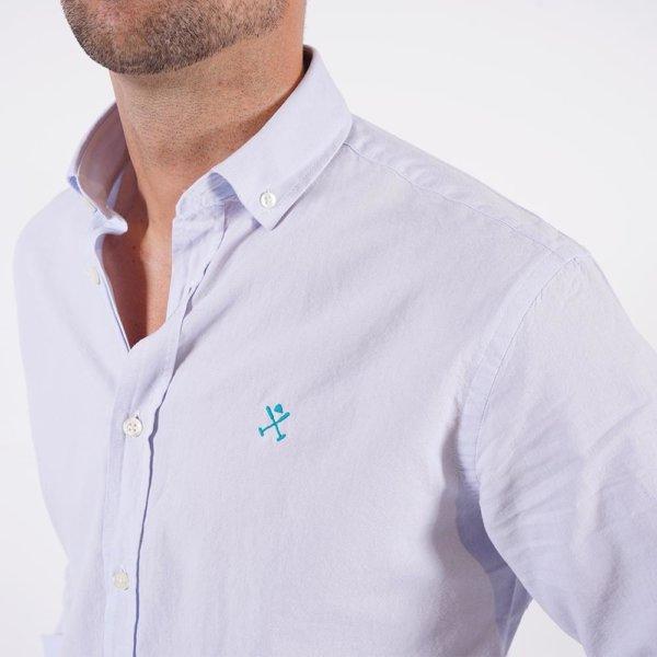 Camisa Harper & Neyer celeste logo puño 2