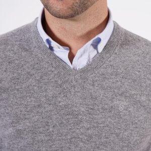 Jersey Barbour gris cuello pico 2