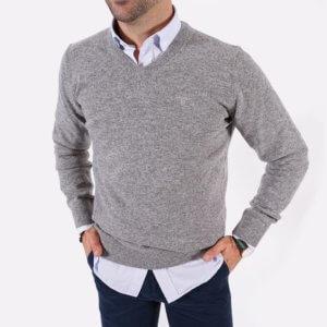 Jersey Barbour gris cuello pico 1