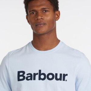 Camiseta Barbour logo heritage celeste 2